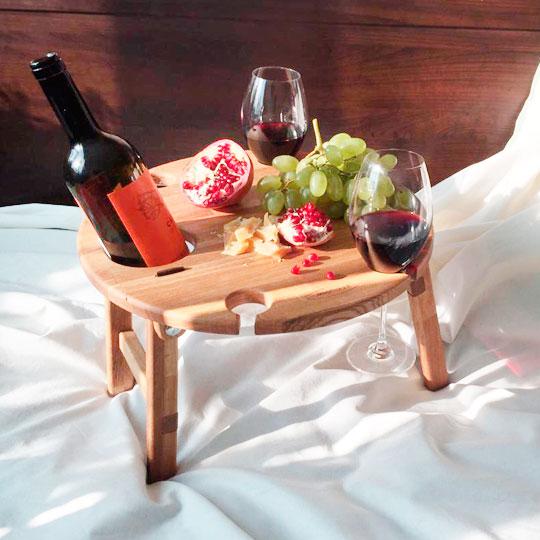 Столик-подставка под бутылку и бокалы